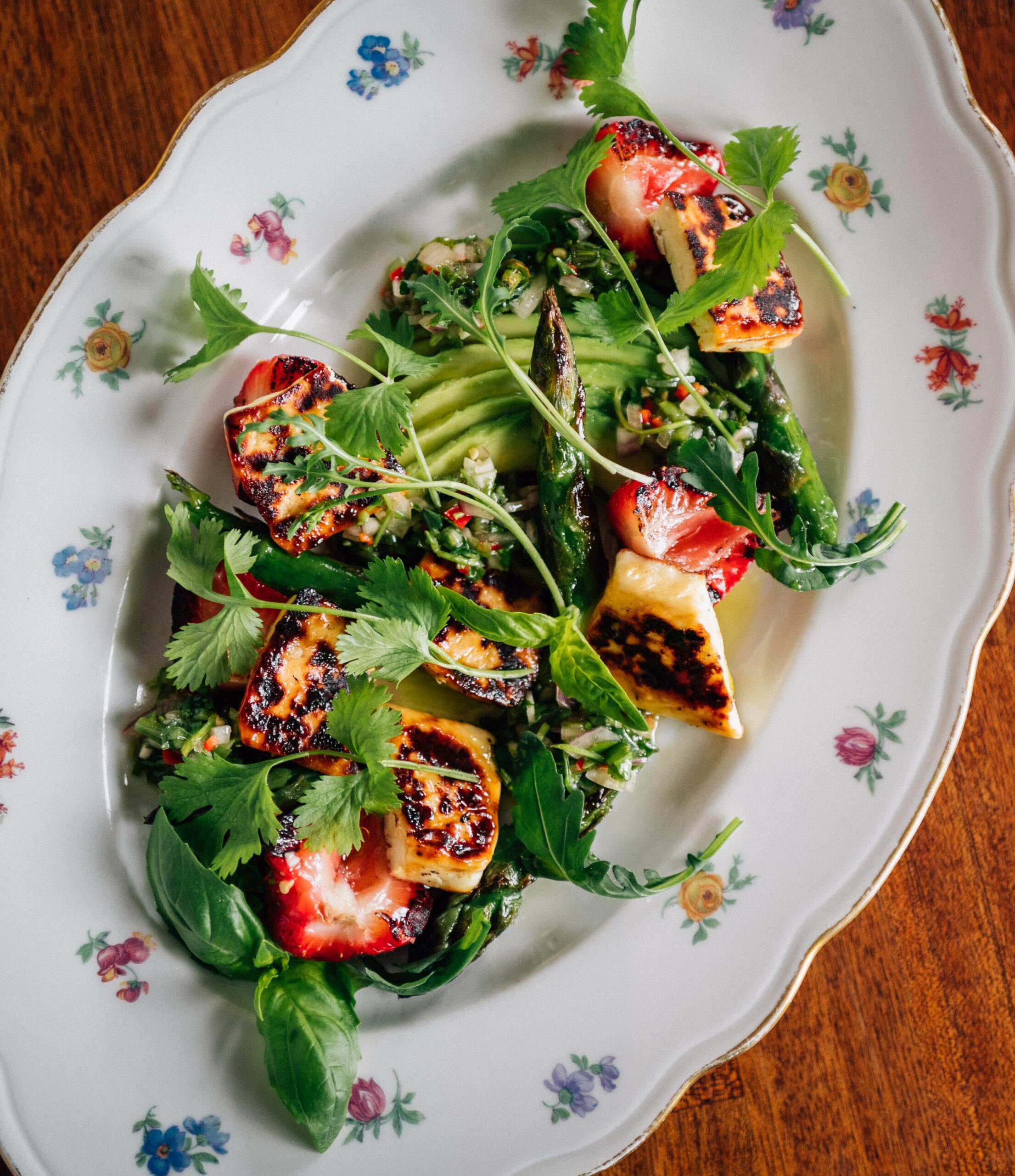 Kesäinen Halla-salaatti