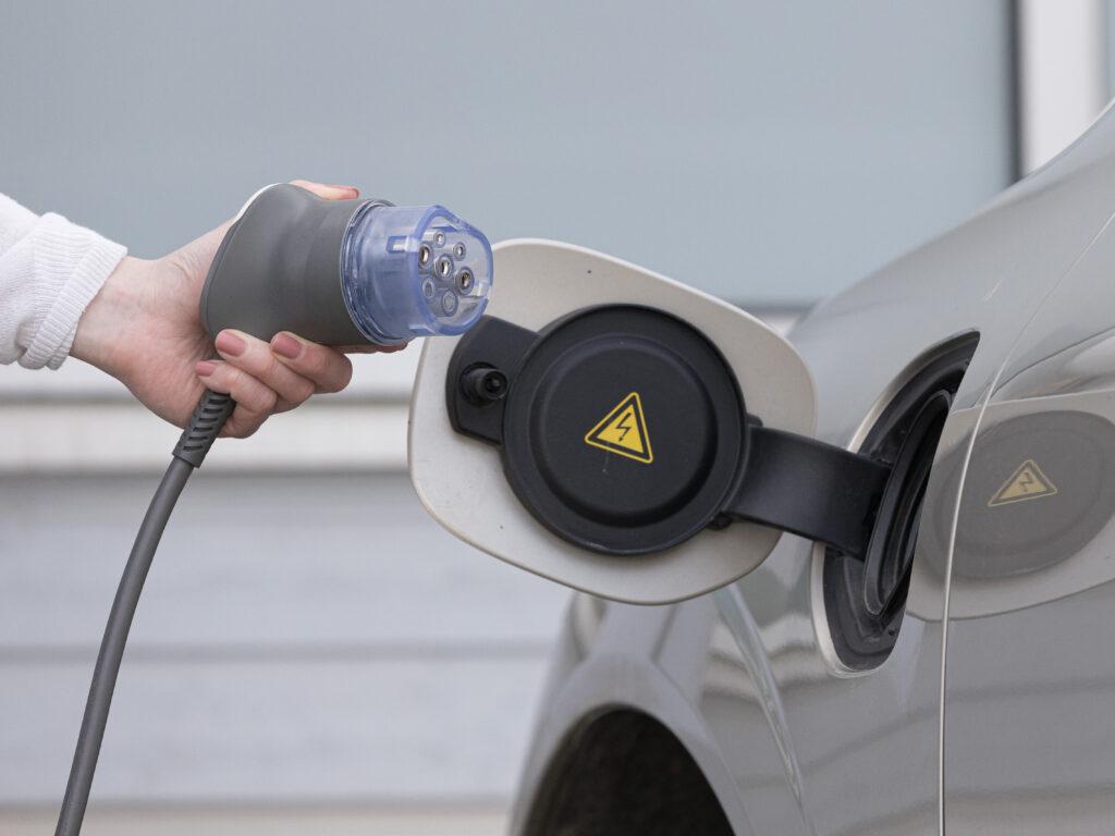 Sähköautojen latausasema